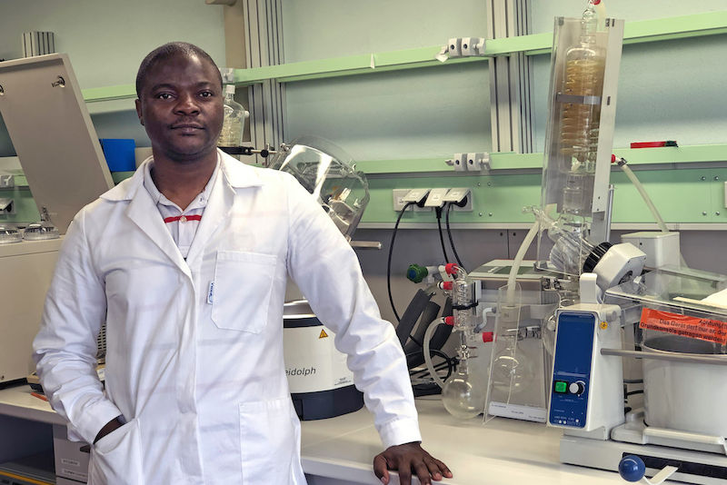 Emmanuel Njoya in the laboratory